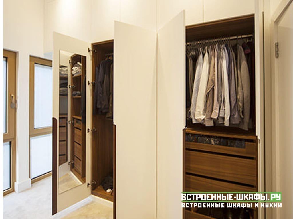 Встроенный шкаф с антресолью для верхней одежды и обуви
