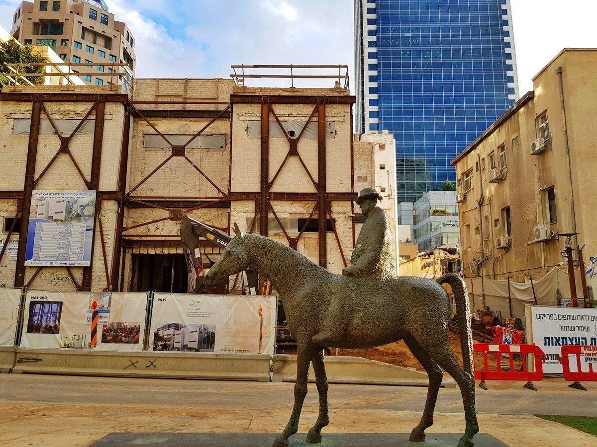 Бульвар Ротшильд Тель-Авив. Памятник Дизенгофу.