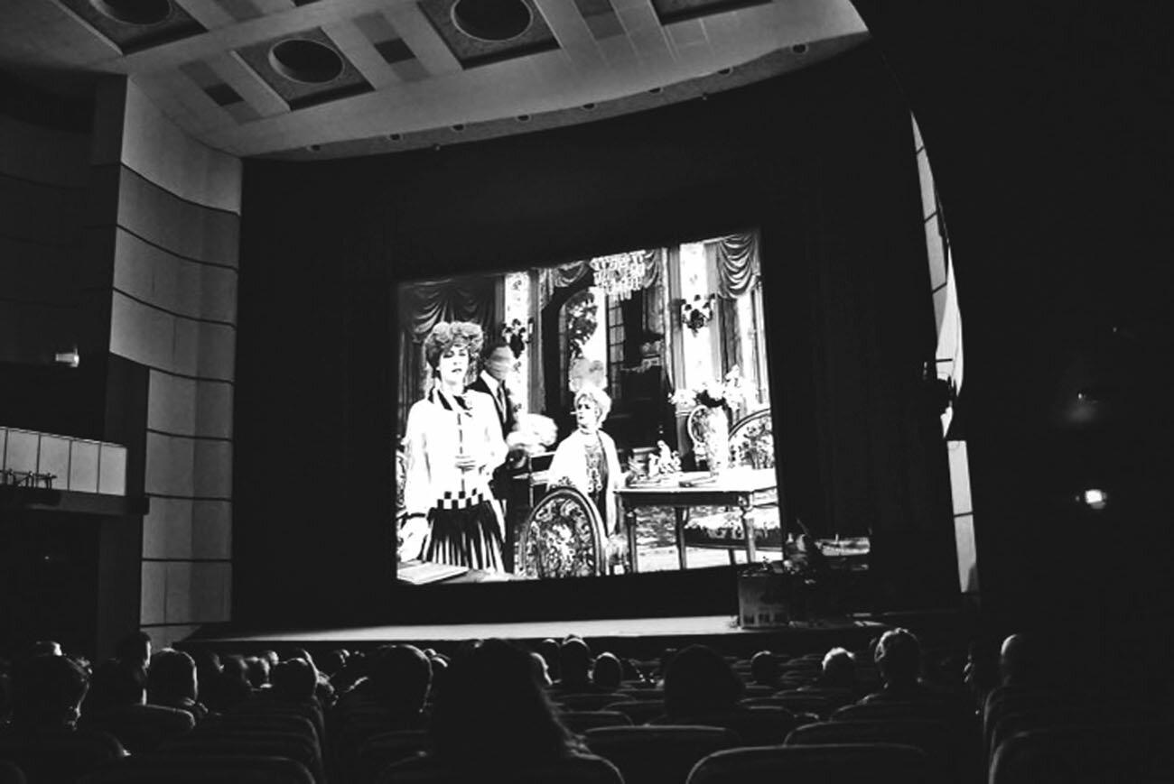 В кинотеатре «Слон» Василий освоил пианино