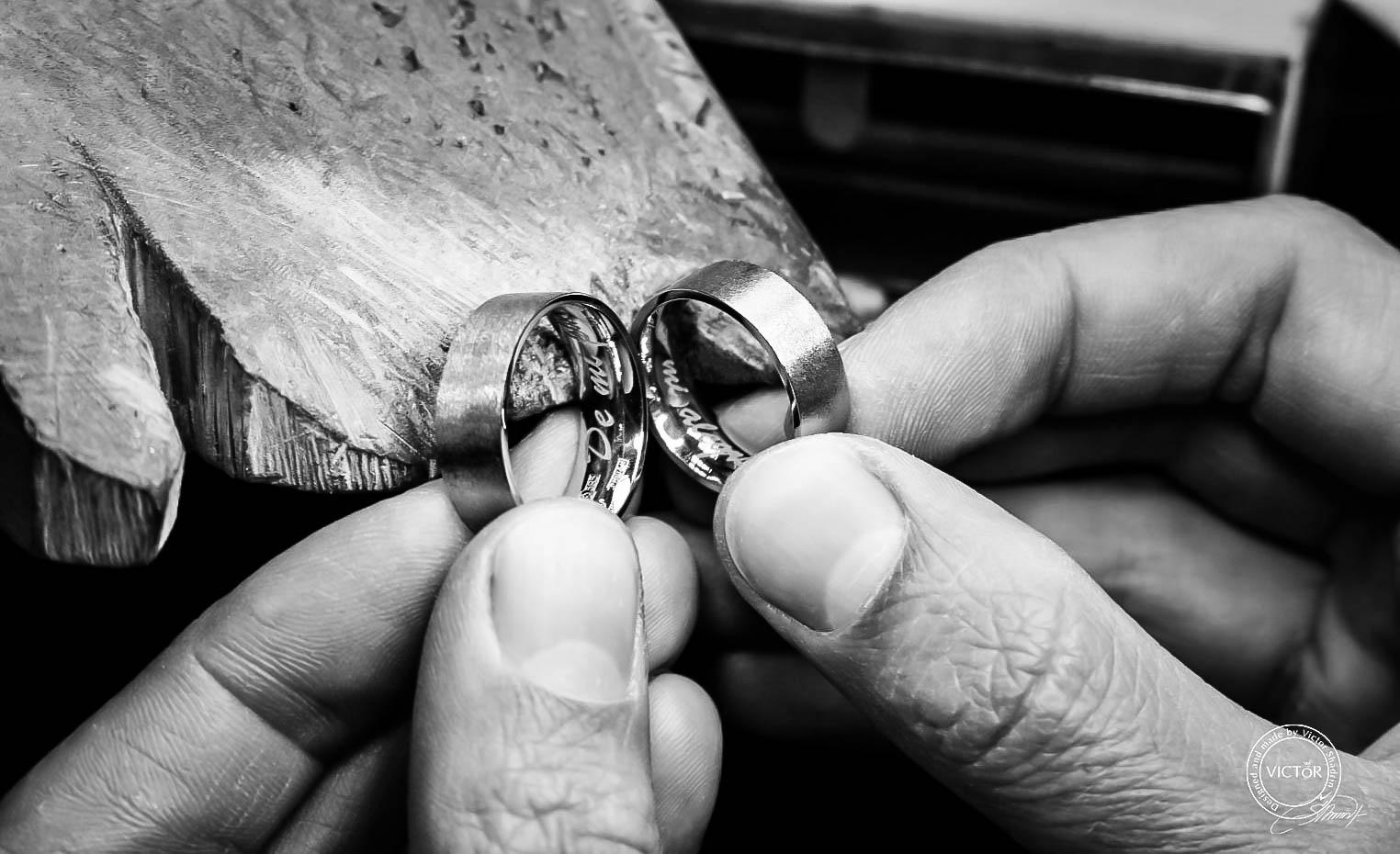 Обручальные кольца с гравировкой на заказ купить в Москве