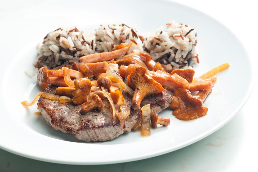 Телешки стек с пачи крак, сладък картоф и гарнитура от див и бланширан ориз Krina
