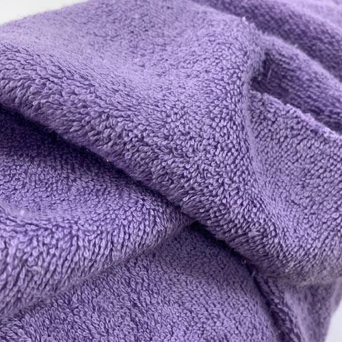 Хавлиената материя от 100% памук абсорбира водата и се използва за изработка на хавлиени кърпи, халати за баня и различни аксесоари.