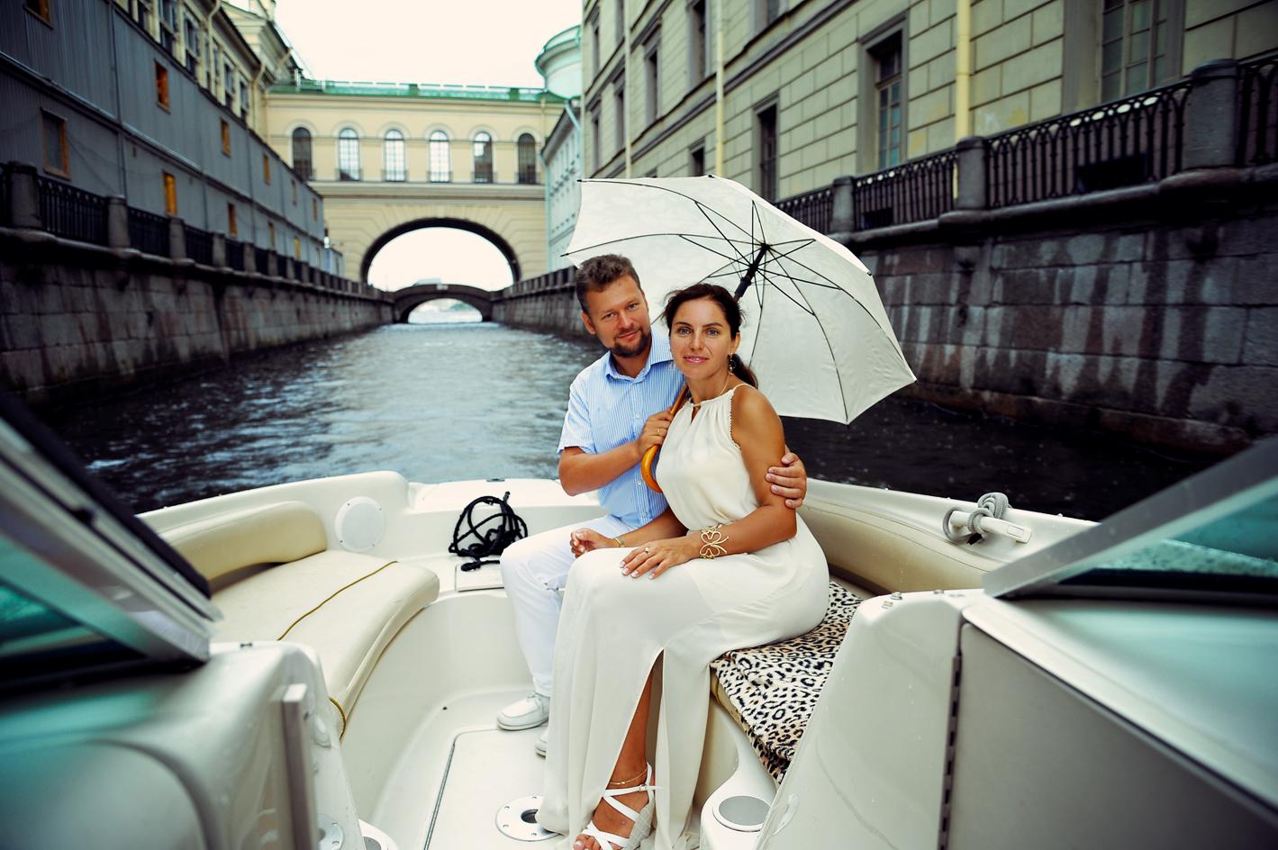 Прогулка на катере для двоих – лучший романтический сюрприз