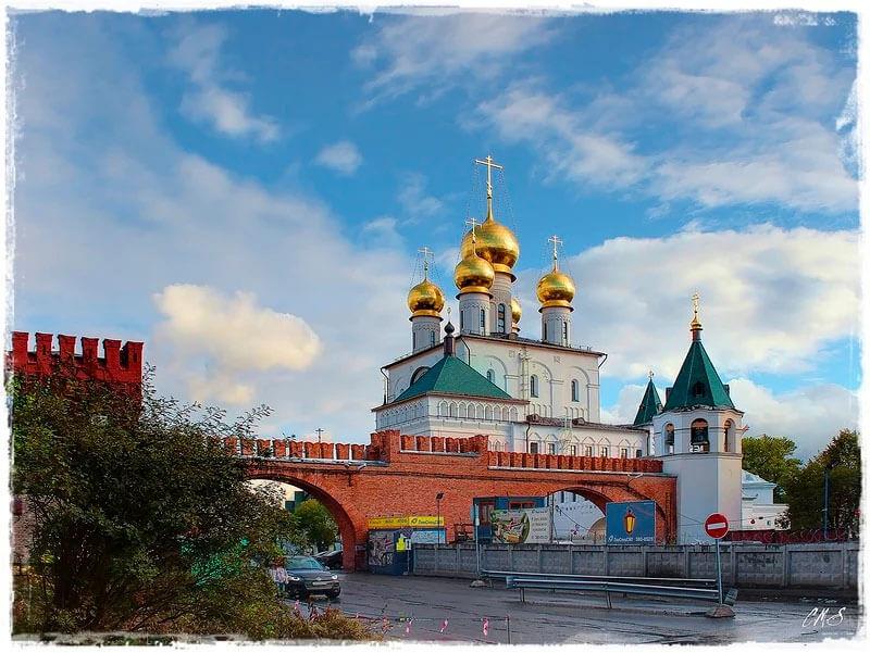кремлевская стена в Питере