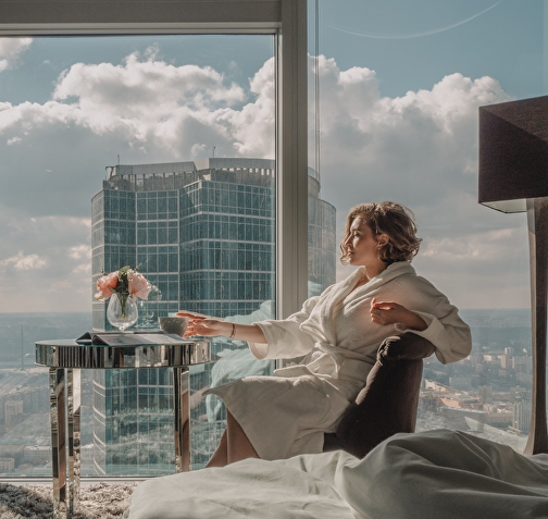 Москва сити фотосессия девушка на работе не смотрит в глаза