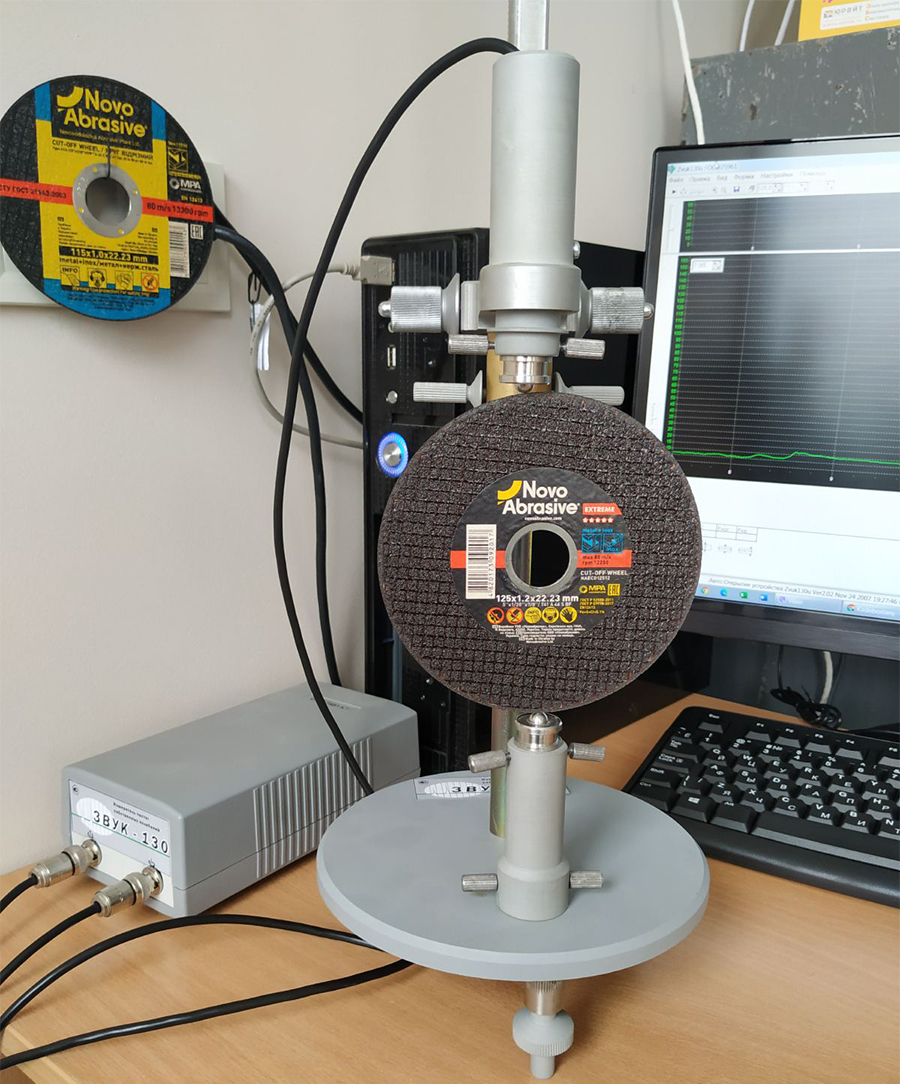 Acoustic method for controlling the hardness of abrasive wheels. Sound index.
