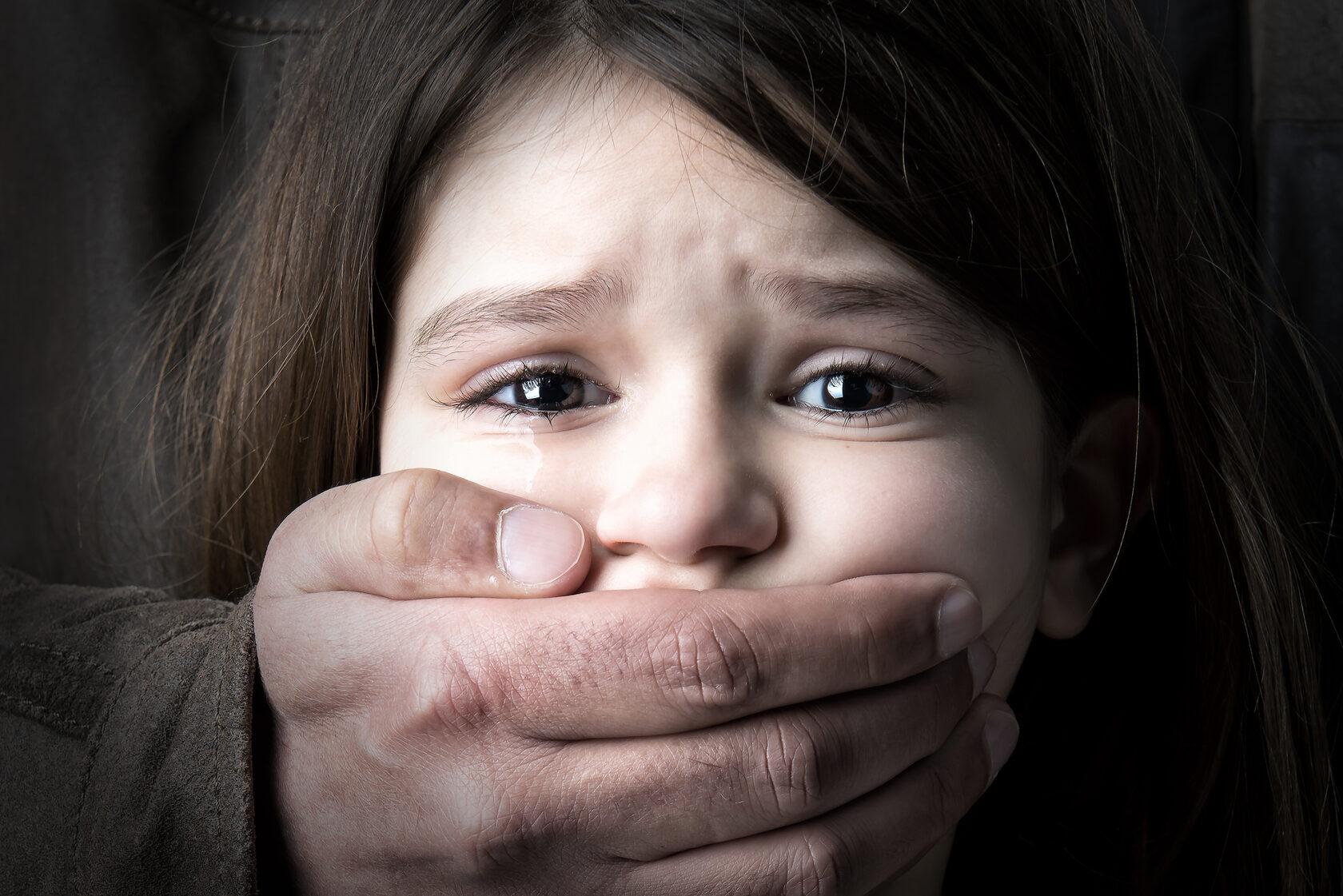 Президент подписал закон об уголовной ответственности за сексуальное домогательство детей