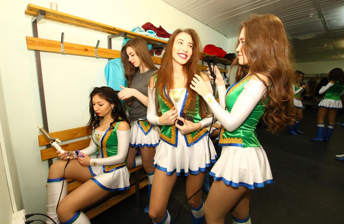 Девушки из группы поддержки переодеваются фото фото 66-636