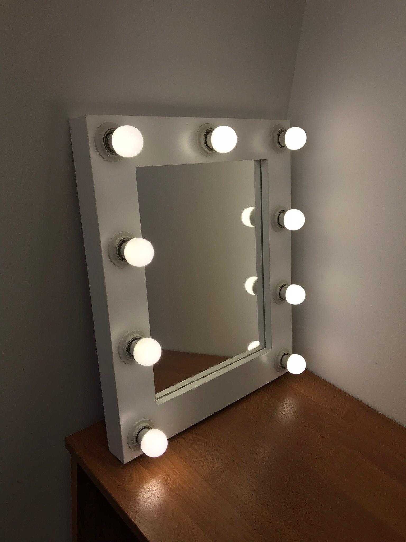 Гримерное квадратное зеркало с подсветкой