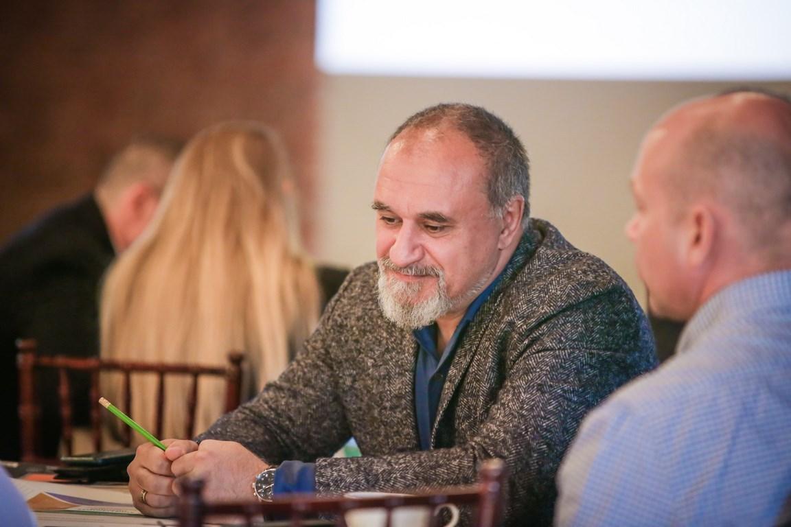 Максим Атаянц во время бизнес-анимации «Бренд Санкт-Петербурга», организованной порталом Retrogradu.Net