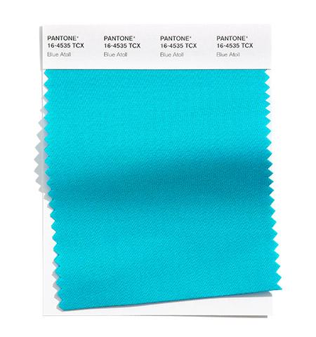 Приятен синьо-зелен цвят наречен син атол е сред модерните цветове за пролет лято 2021. Купи елегантни дамски дрехи в 16 размера Eu, съобразени с модни тенденции 2021