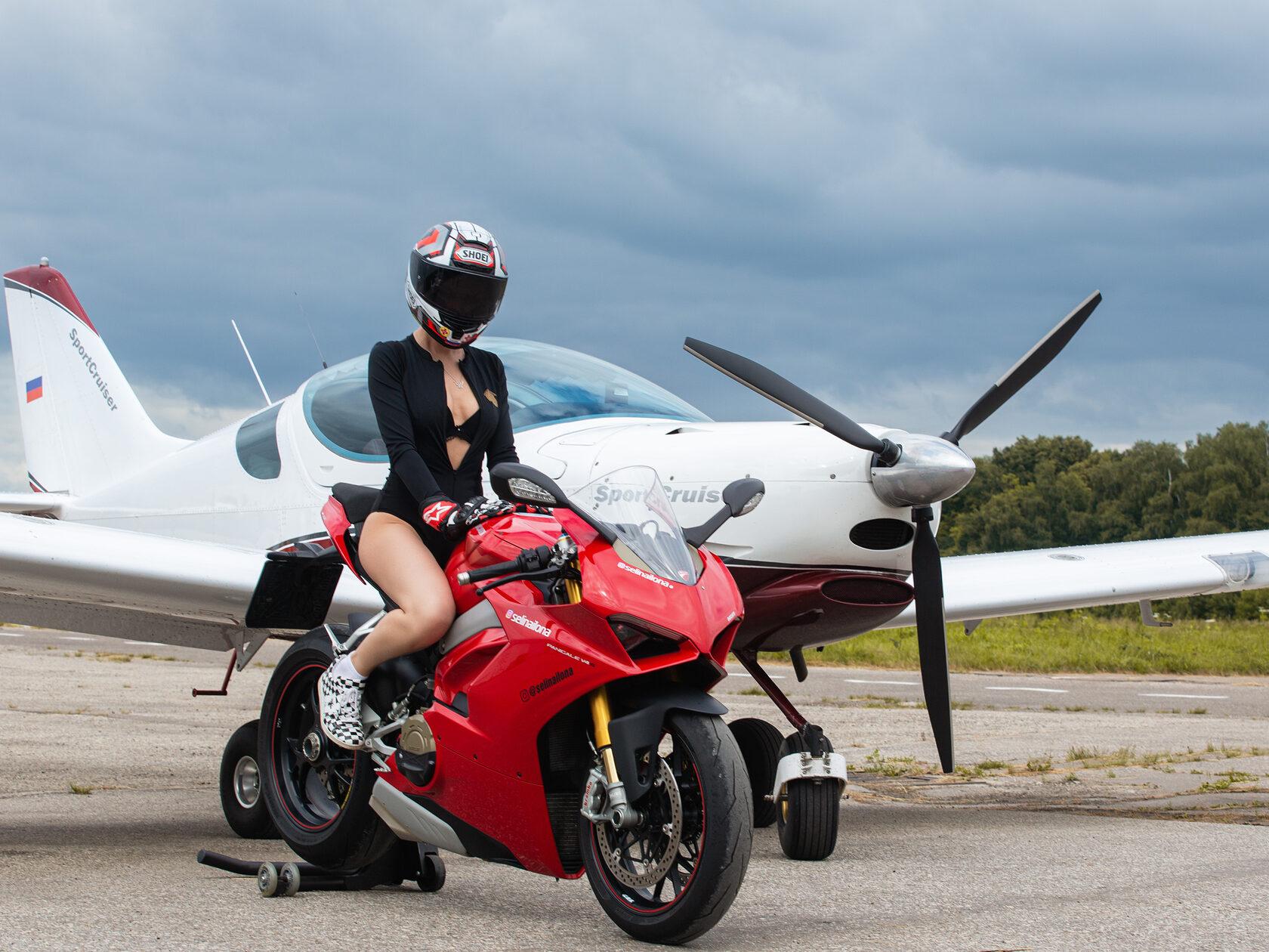 Ducati Panigale V4s, SportCruiser, poletpilot, Selina Ilona