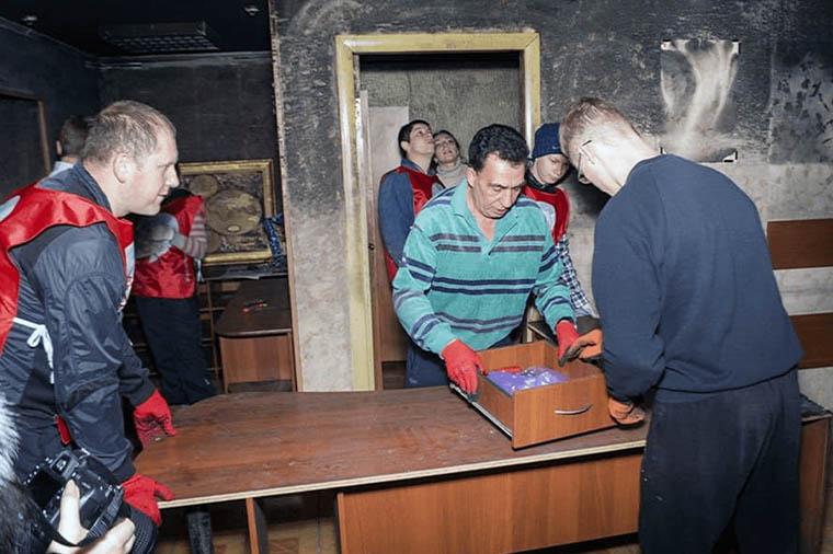 восстановление штаба партии Шария после поджога в Херсоне - фото