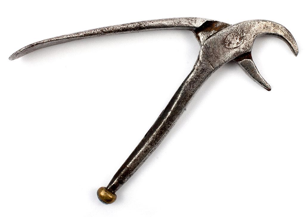 Щипцы для удаления зубов кустарного производства. Около 1700 г.