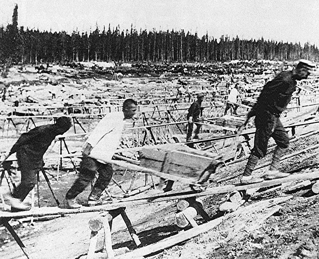 Заключенные на строительстве Беломоро-Балтийского канала