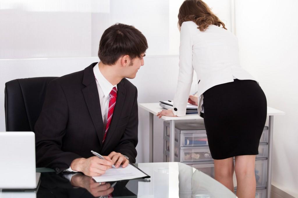 С секретаршей на работе