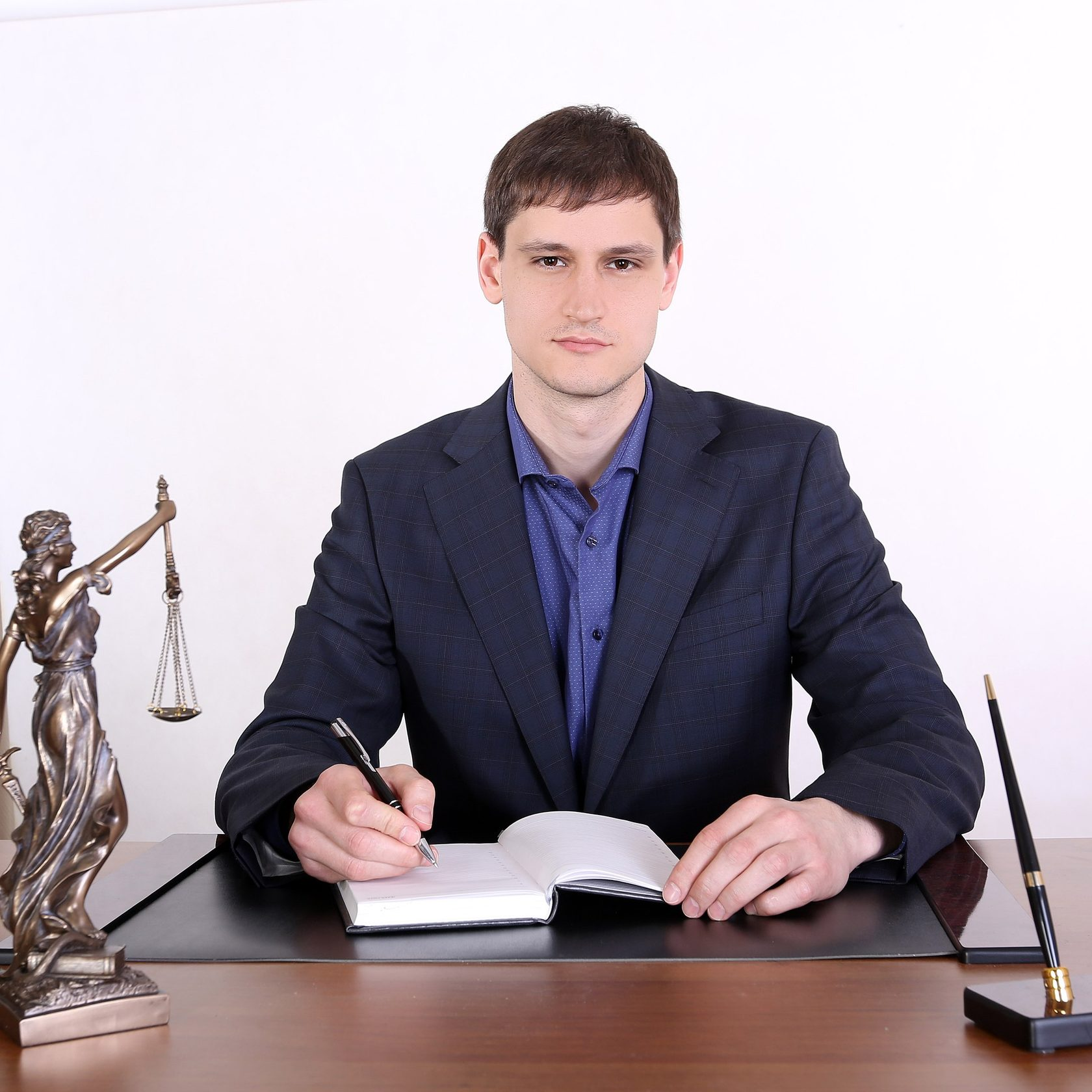 Несмотря на огромное количество предложений на рынке юридических услуг по банкротству физических лиц, довольно-таки сложно сделать правильный выбор.