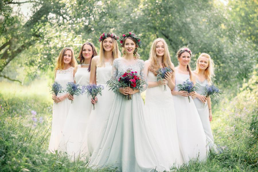 поглядывание невест на свадьбе