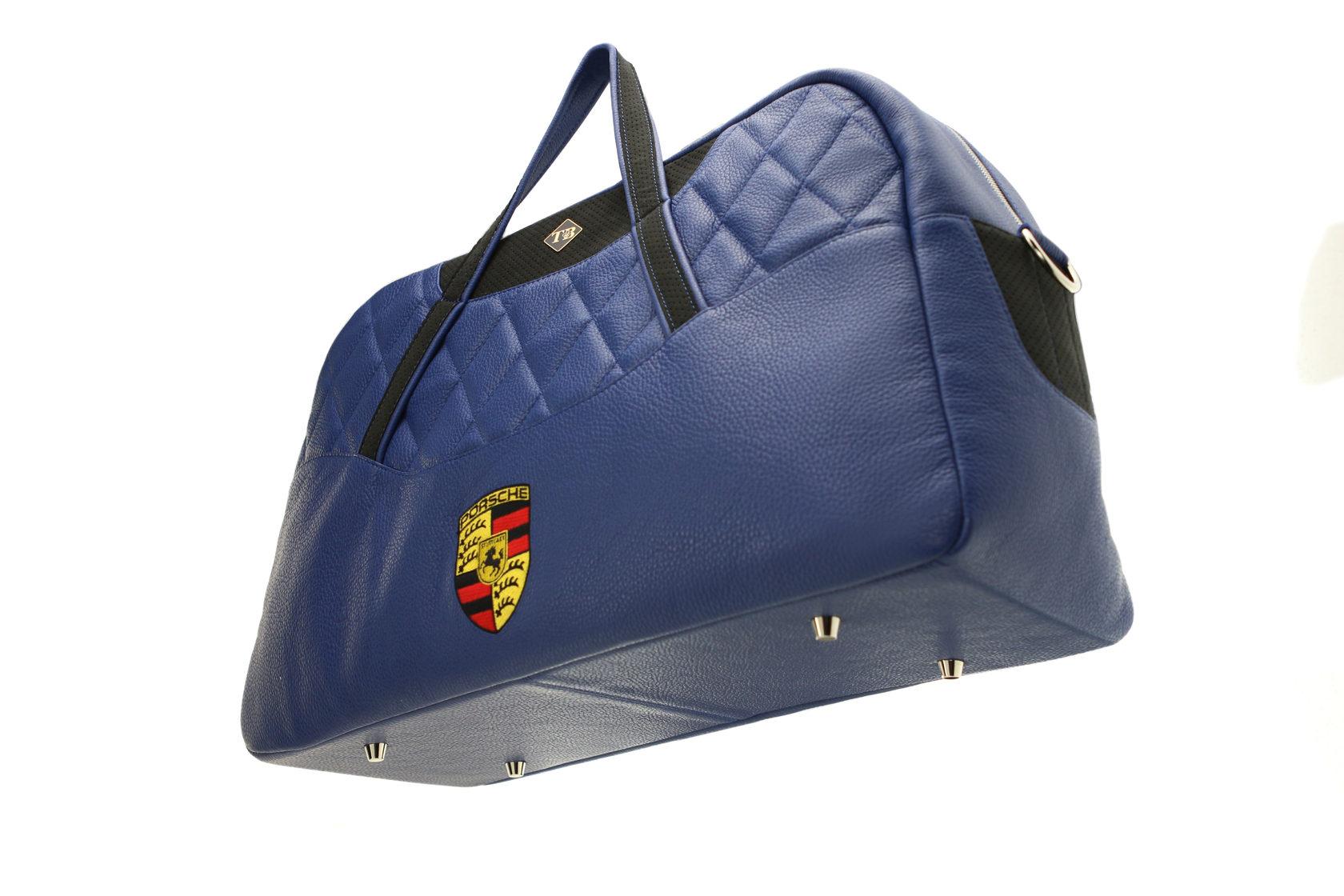 Спортивная сумка в авто фото