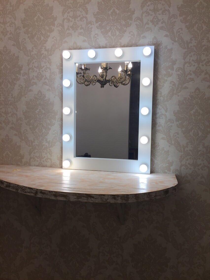 Гримерное зеркало рама из МДФ белого цвета выключатель справа провод 2 метра