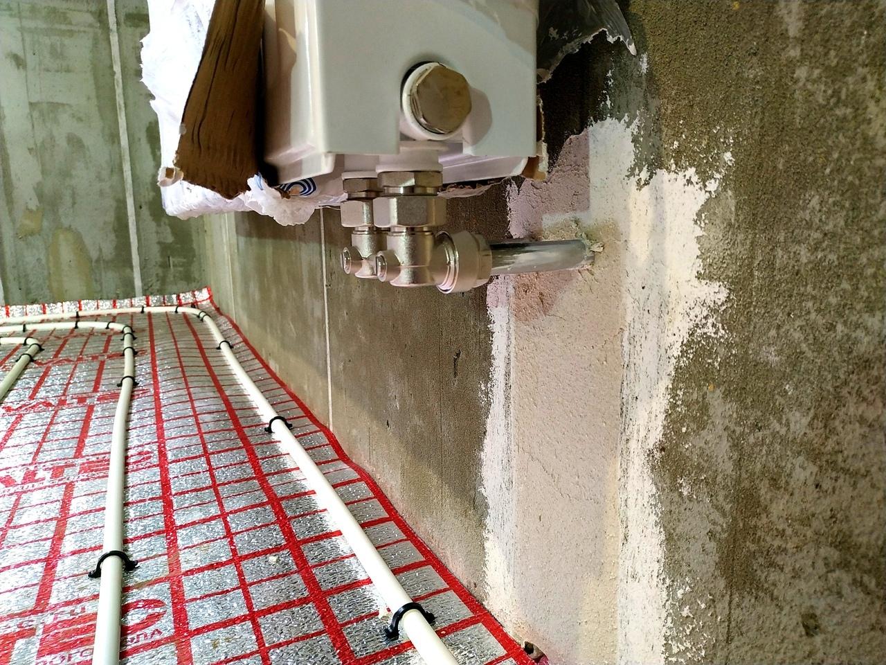 Нижнее подключение панельного радиатора Korado