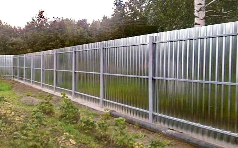 Забор из профнастила цвет оцинковка