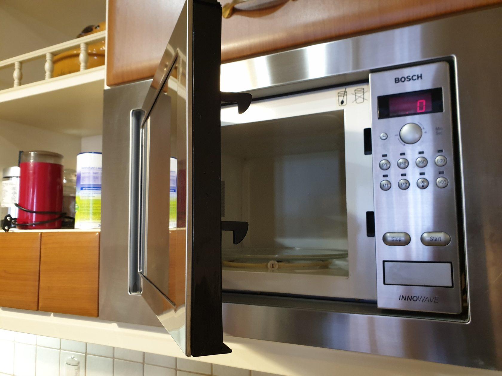 Микроволновая печь выбивает свет в квартире