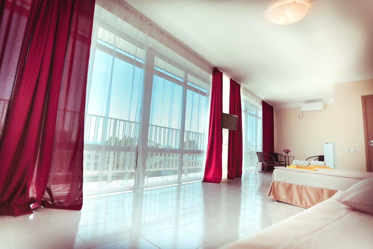 Трехместный номер в отеле Марсель, Лермонтово