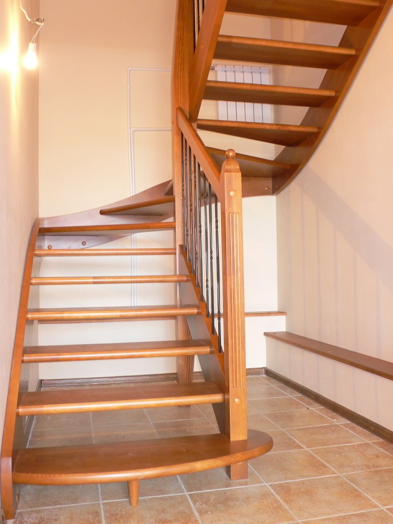 лестницы в две стороны фото ход идет