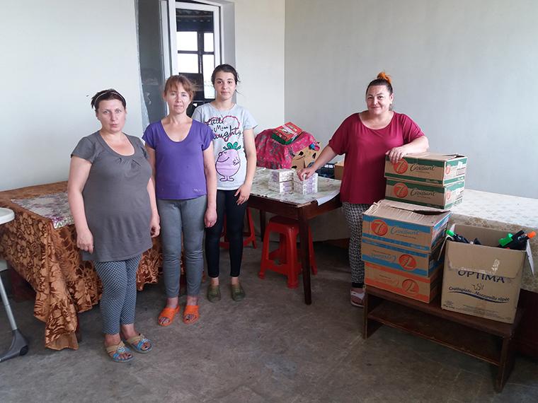 Активисты ППШ передали сладости в Дом матери и ребёнка - фото