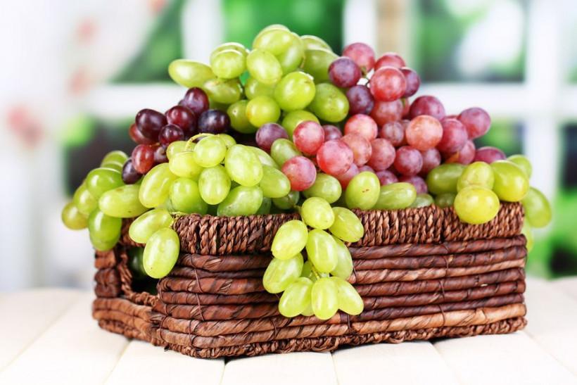 Виноград в корзинке картинка