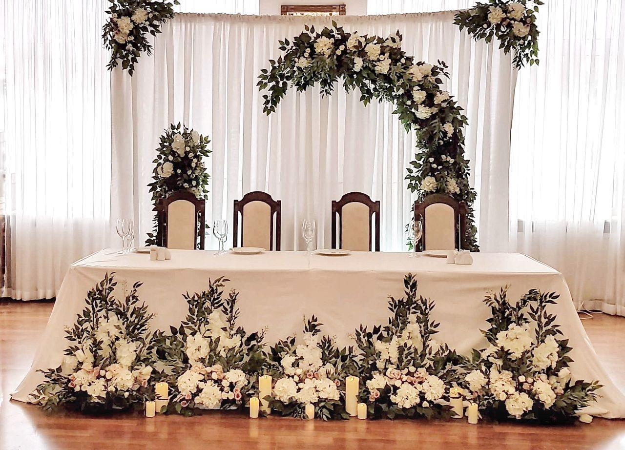 Оформить красивый свадебный зал