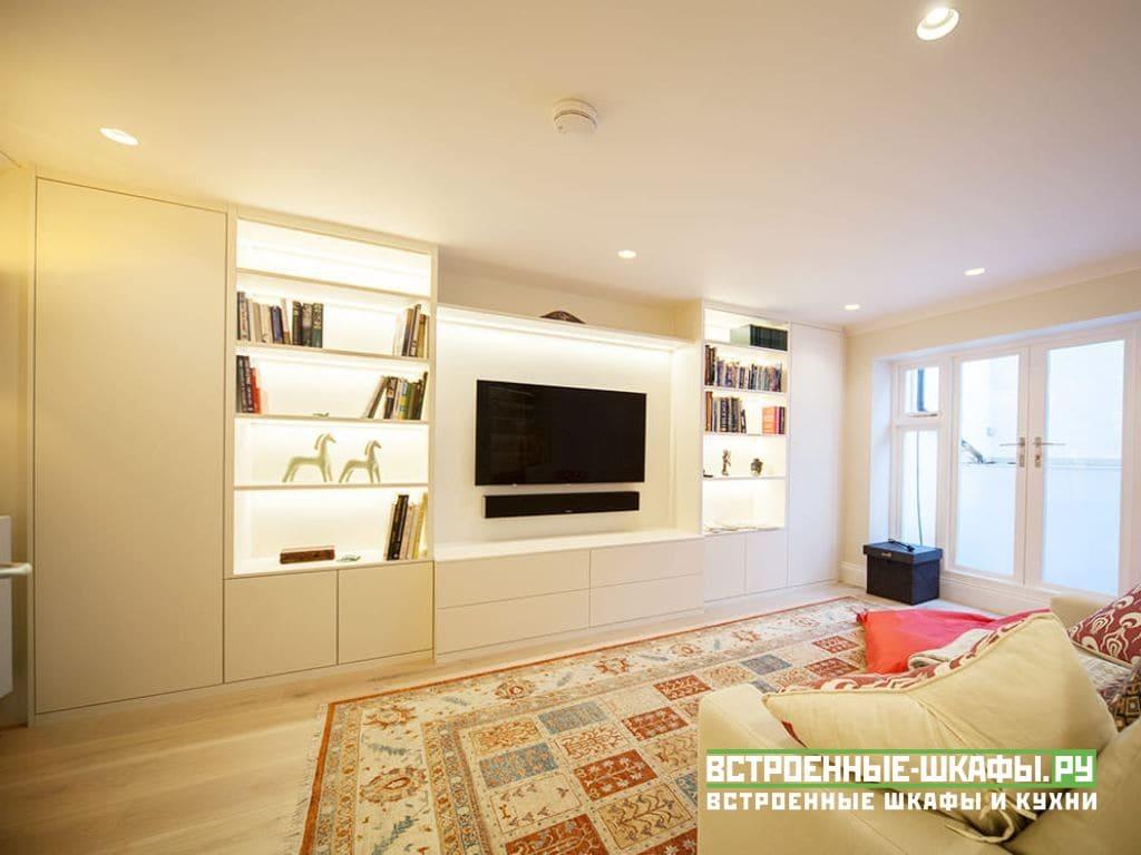 Встроенный шкаф в гостиную на заказ с нишей под телевизор