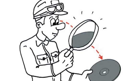Проверьте абразивный круг на наличие повреждений или необычных пятен.