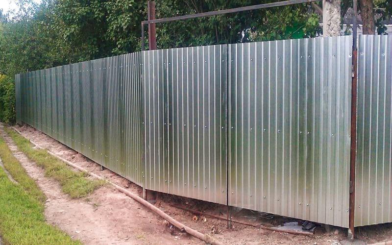Распашные ворота из профнастила оцинковка