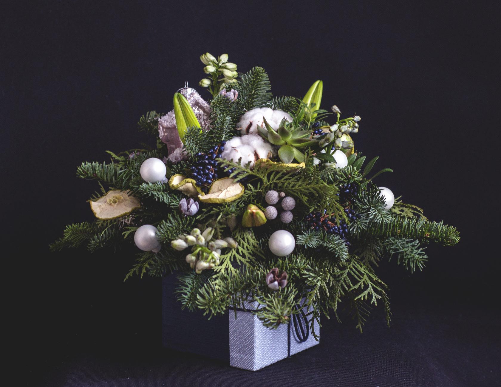 Композиции букеты новогодняя сказка, листья цветы