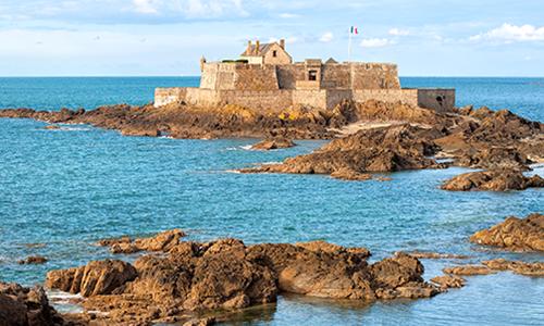 Морской пейзаж на побережье около Сен-Мало