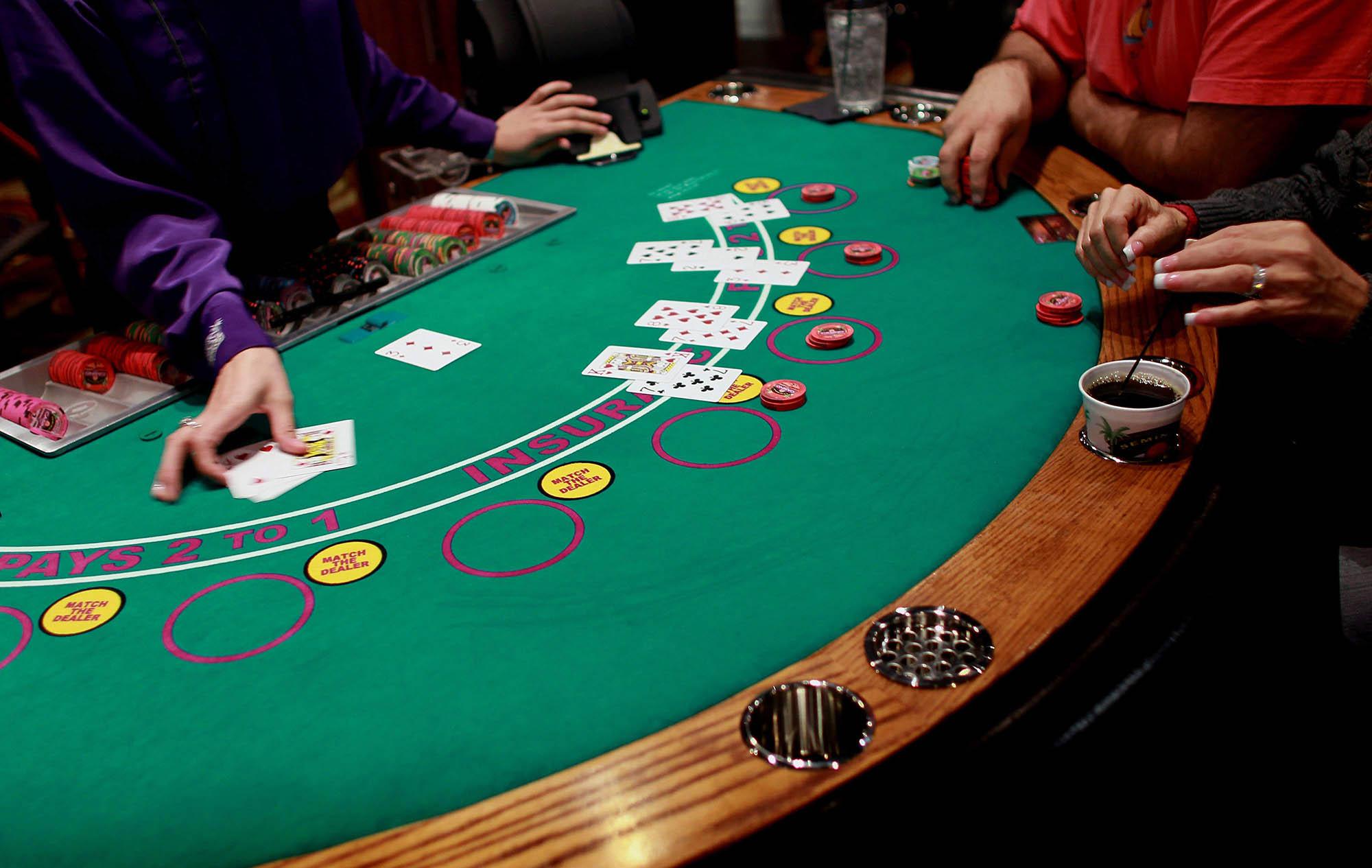 Карточный стол для казино покер играть онлайн mail ru