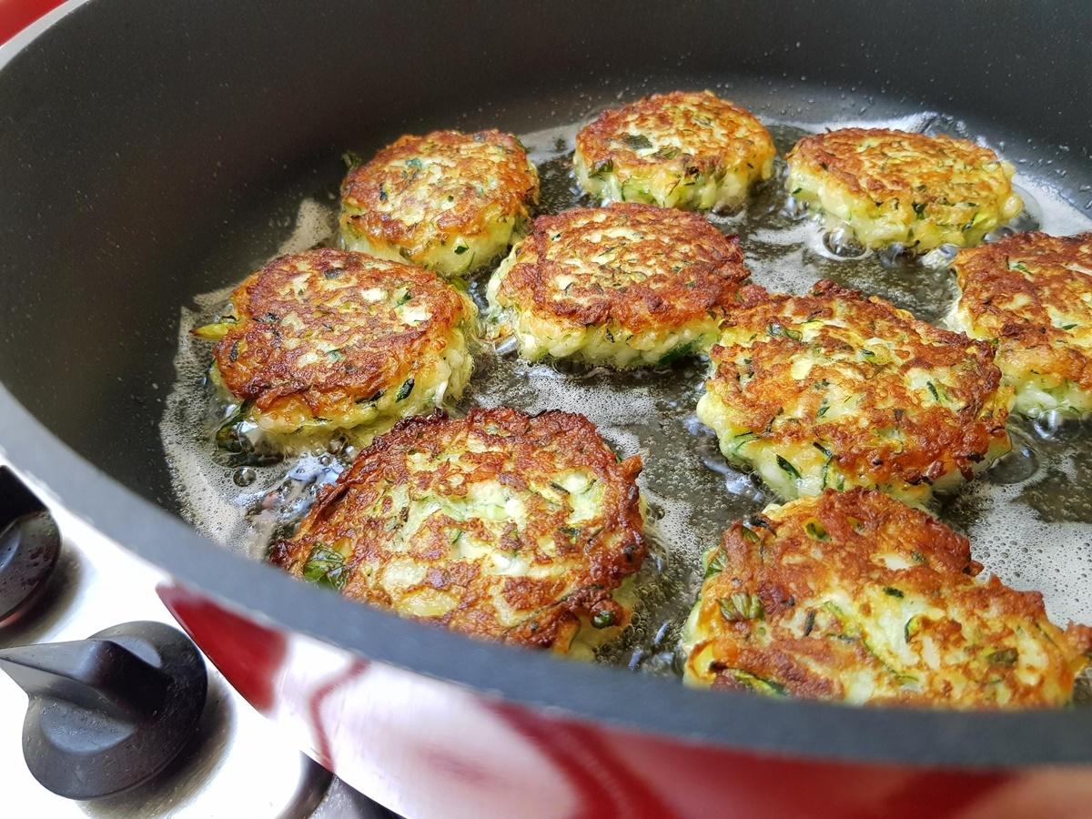 Овощные оладьи с зеленью и сыром. Рецепт с фото.