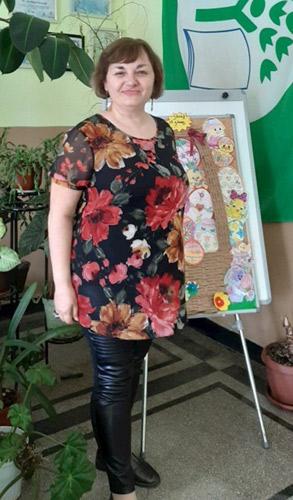 Ефектна туника на цветя, изработена от шифон, налична и в големи размери. Виж още блузи, туники и рокли макси мода в efrea.com