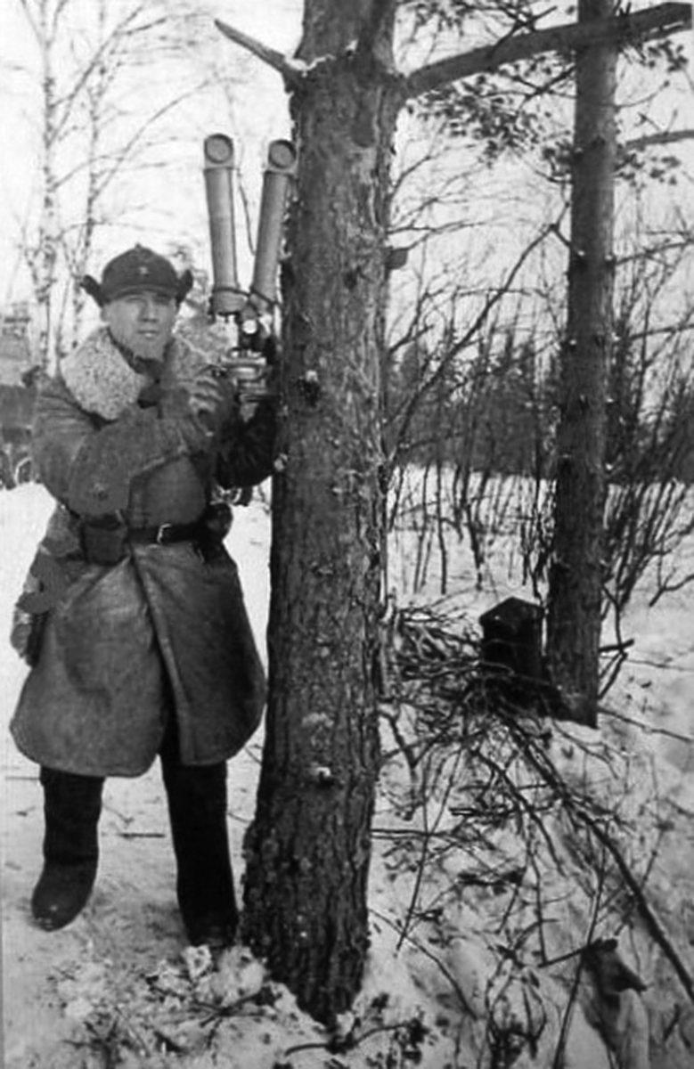 С окопным биноклем. Декабрь 1939 г.