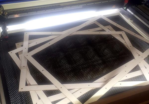 Вырезал на лазерном станке из фанеры 3 мм рамки 700х480 мм