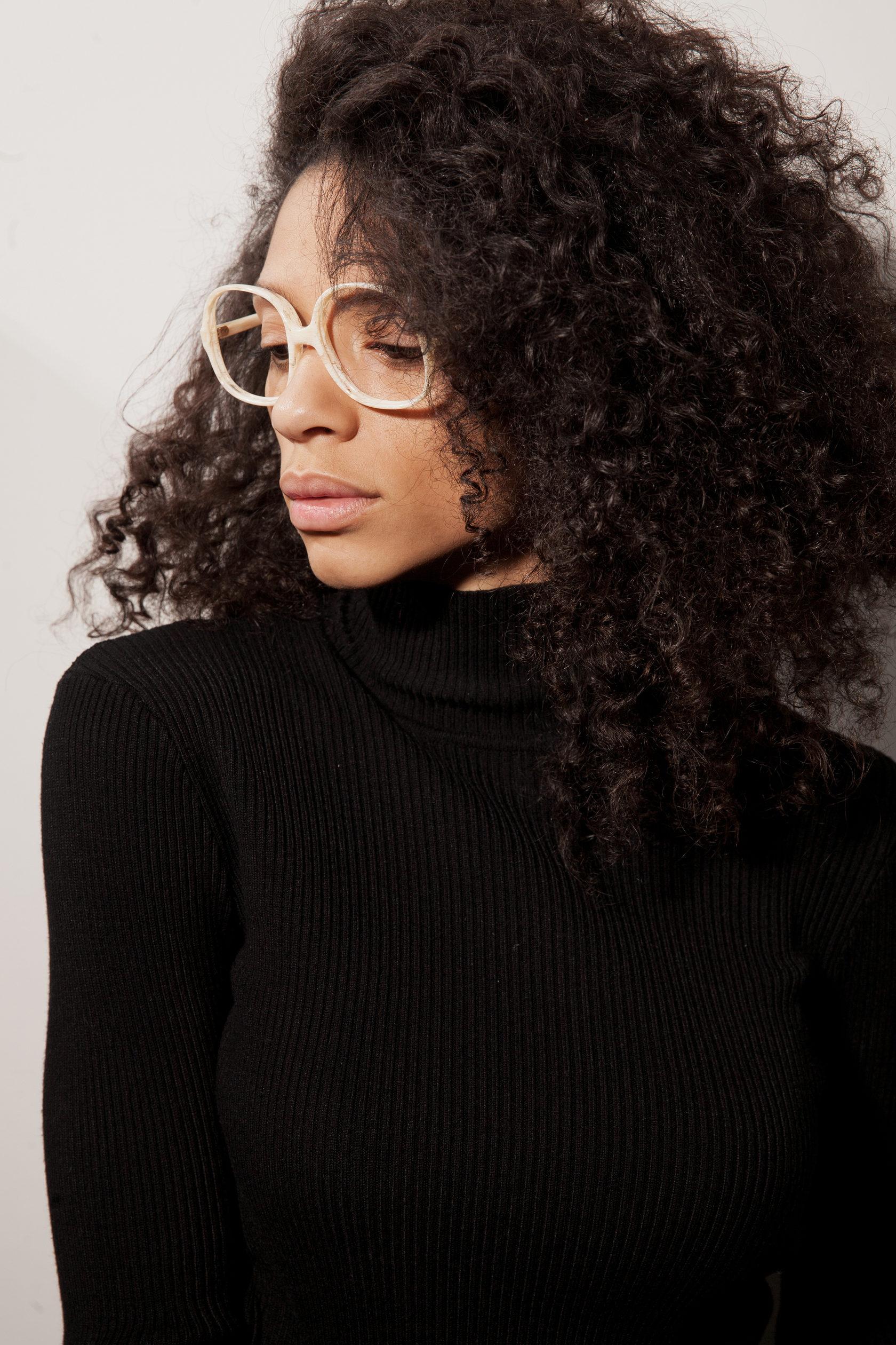 Чернокожие девушки в очках для зрения