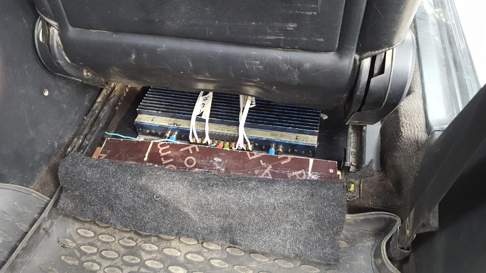 усилитель poweramper под сиденьем hyundai sonata 3