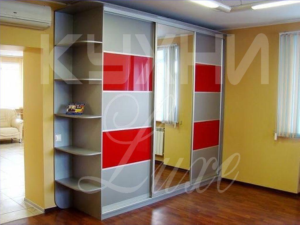 Шкаф купе для спальни с красными стеклянными вставками 77, ф.