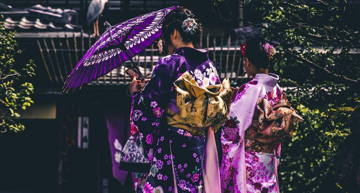 японские гейши в кимоно япония