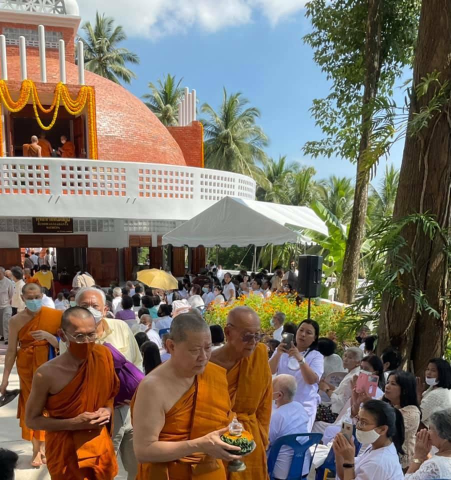 Церемония заложения реликвии в ступу