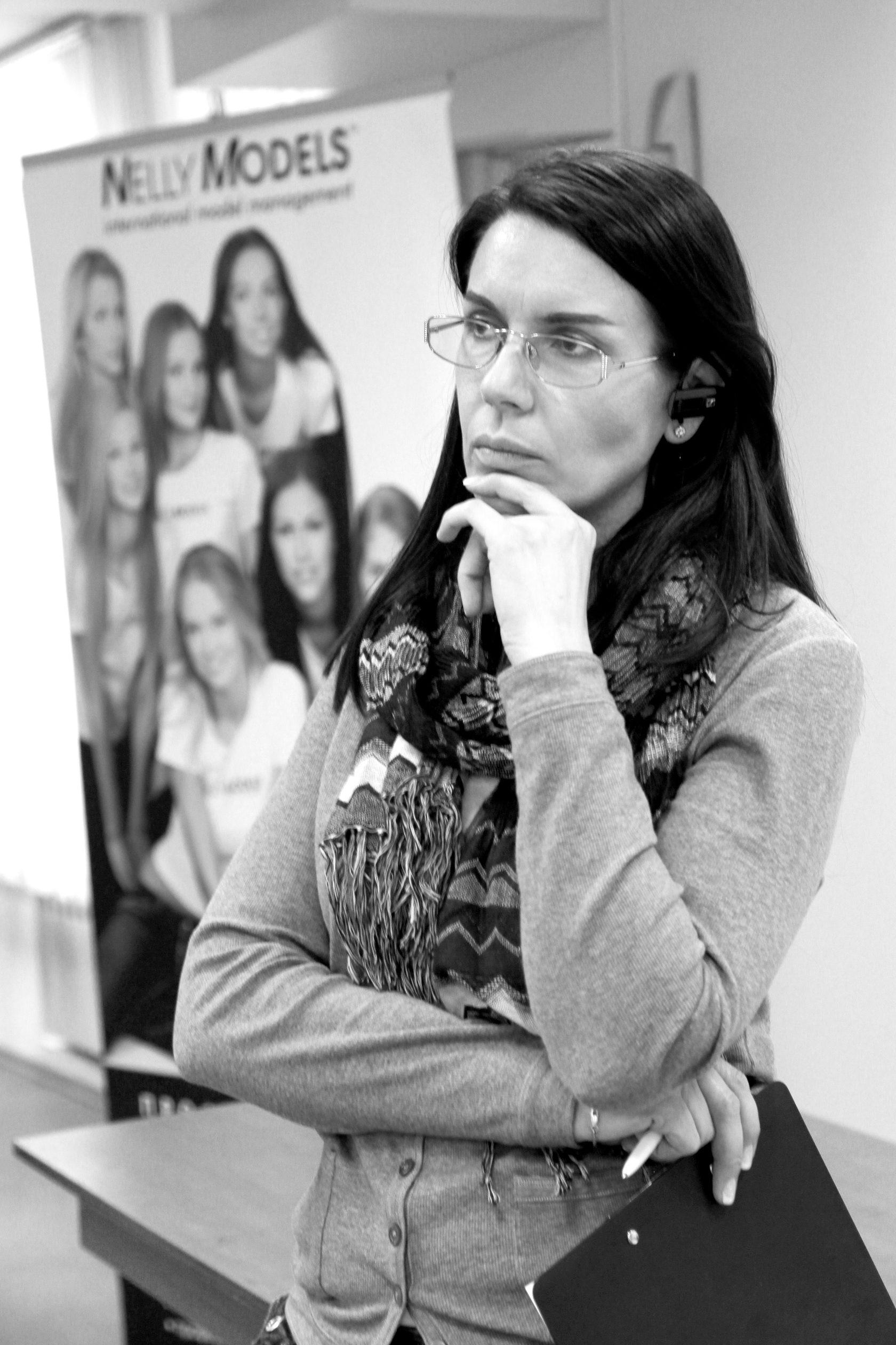 Работа модели в омске приезжая девушка ищет работу