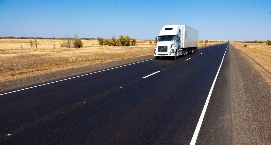 Принятие новых законодательных поправок позволит транспортным компаниям стран ЕАЭС осуществлять каботажные перевозки в России (фото: Росавтодор)