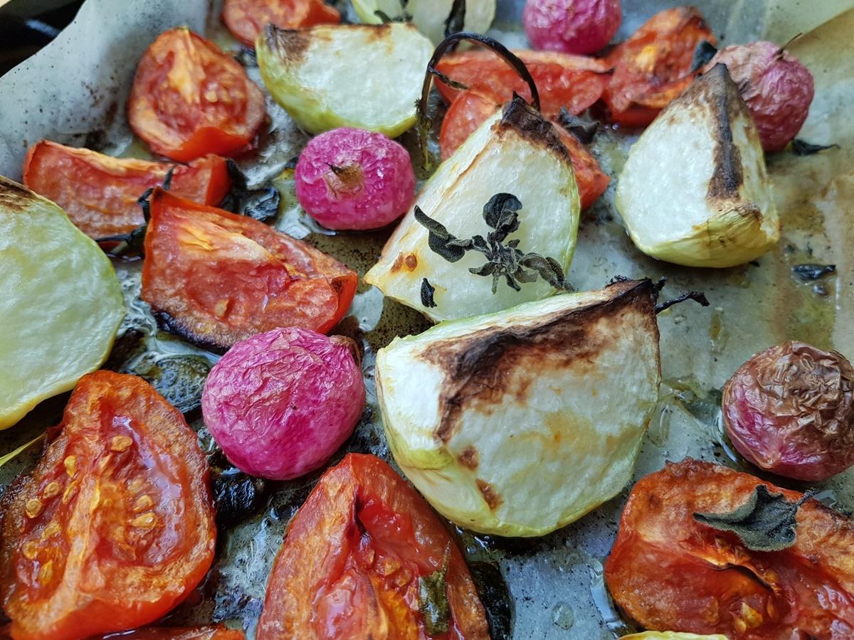 Кольраби и помидоры в духовке. Рецепт с фото.